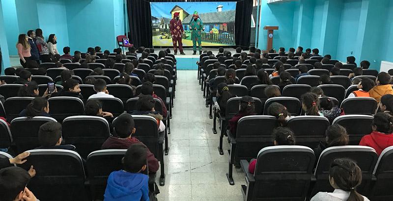 Ayvaz Hakkari'deki Okulun Konferans Salonuna ve Kütüphanesine Sahip Çıktı
