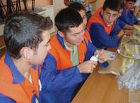 Ayvaz'�n E�itime Destek Faaliyetlerinin Yeni Dura�� K�yce�iz Oldu