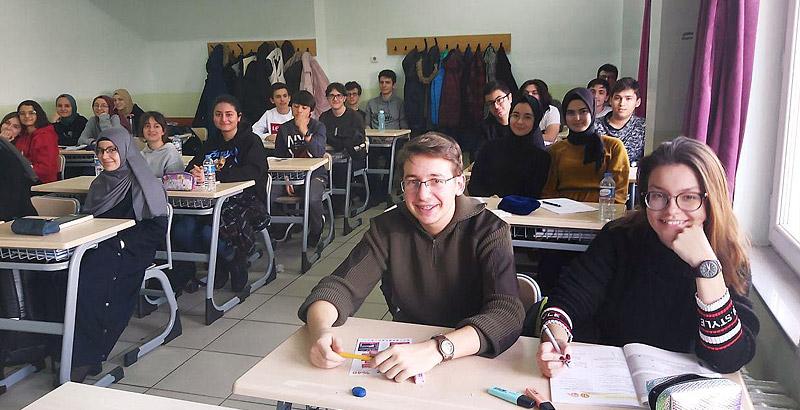 Ayvaz, Sakarya Arifiye'de Bulunan Fen Lisesi'ne Destekte Bulundu
